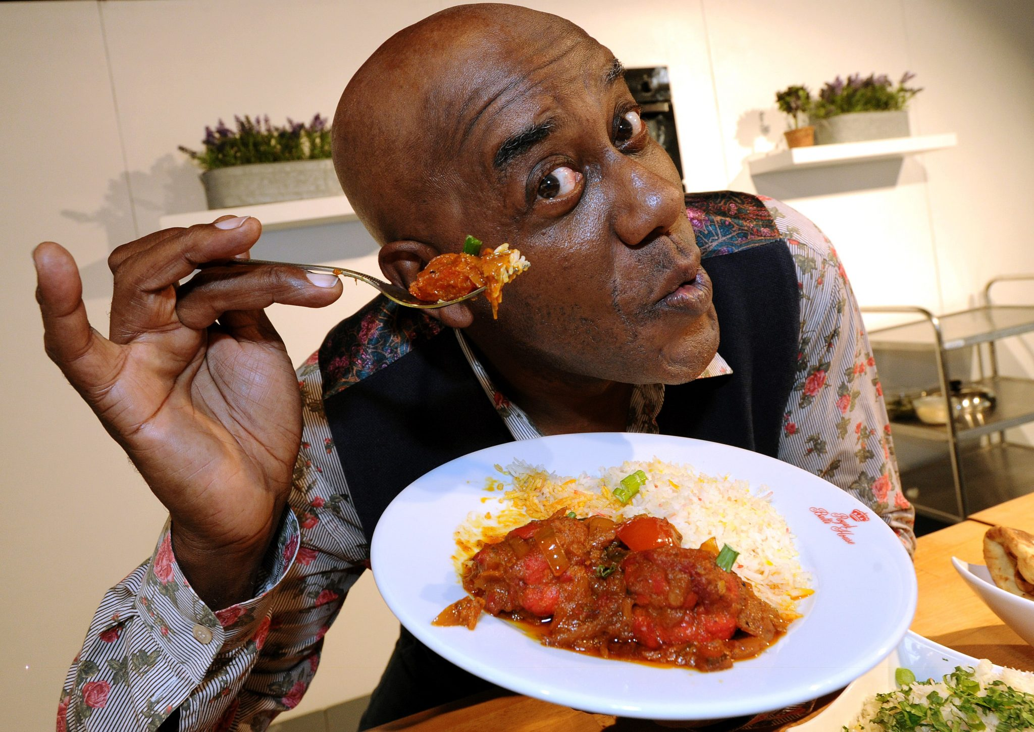 TV CHEF AINSLEY BACKS BOLTON'S NEW CURRY TO RIVAL THE BIRMINGHAM BALTI