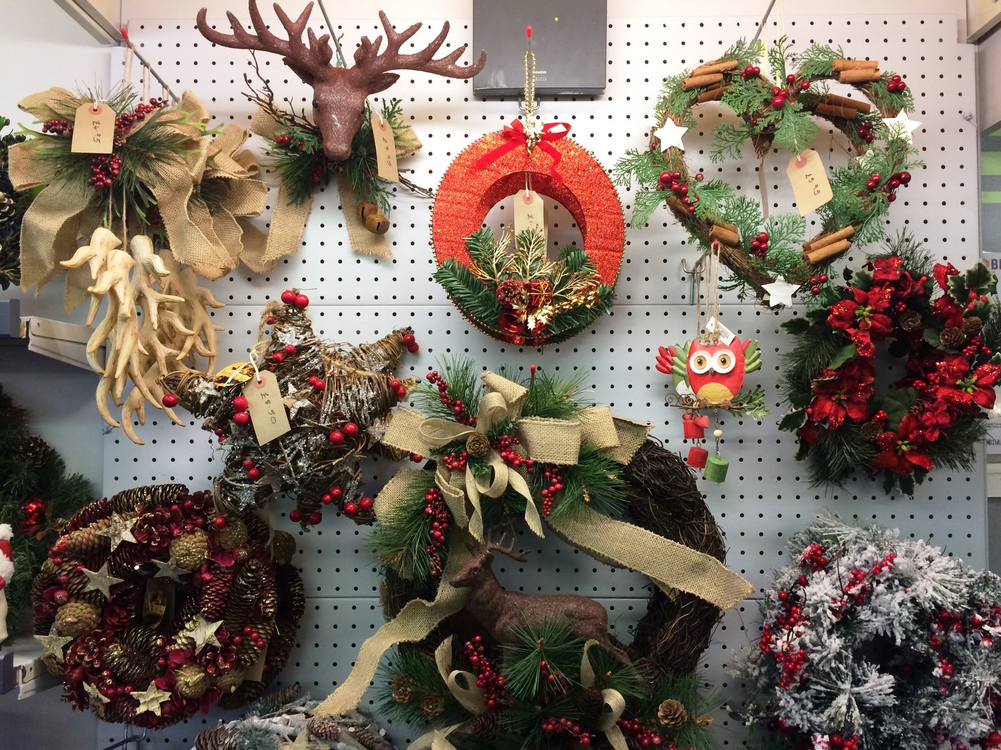 GARDEN CENTRE LEAPS INTO FESTIVE SEASON WITH NEW CHRISTMAS OPEN HOURS